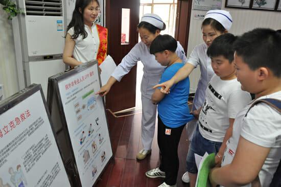 让科普为生命护航――徐州市传染病医院走进绿地小学